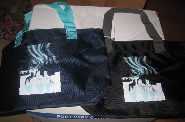 Huskies and Aurora Zippered Tote Bag